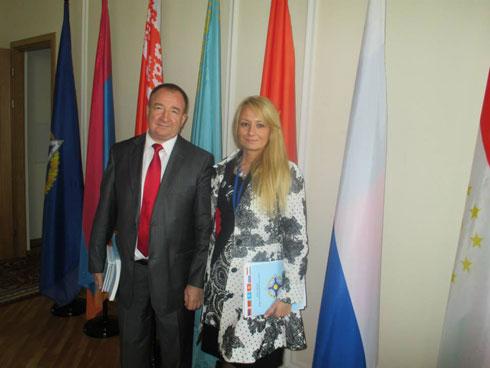 Драгана Трифковић са проф. Игором Панарином (штаб квартира ОДКБ)