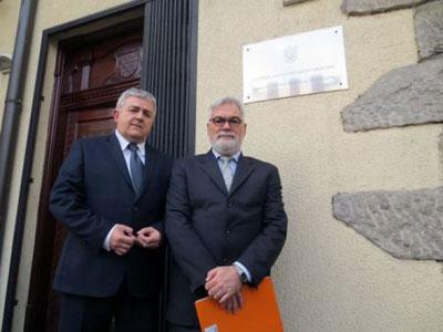 Душан Басташић и Борис Беговић испред Хрватске амбасаде у Београду