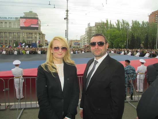 Manuel Ochseinreiter&Dragana Trifkovic in Donetsk at the parade on the occasion of Independence Day of Donetsk People's Republic