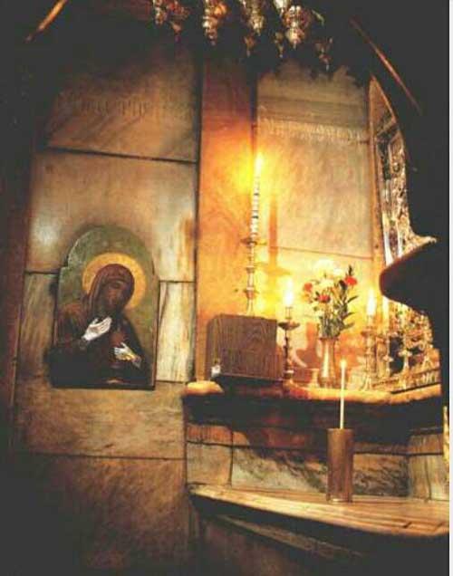 Унутрашњост Кувуклије – Свети Гроб Господњи