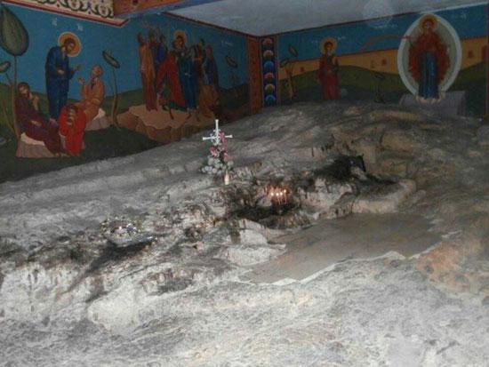 Манастир Светог Стефана Првомученика. Иза цркве је ово место где је Свети Стефан каменован, а у близини је и манастир Успенија Мајке Божије