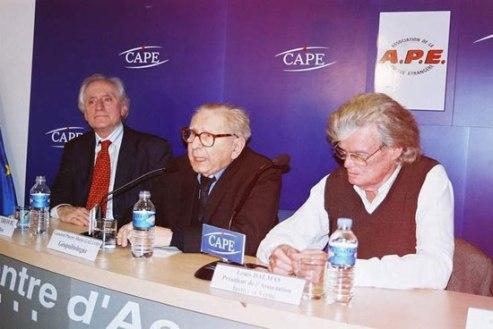 Комнен Бећировић, генерал Галоа и Луј Далмас (Париз, 2005)