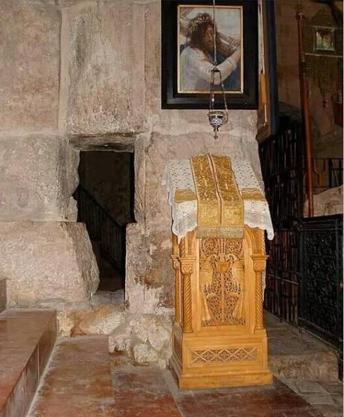 Црква Св. Александра Невског у Јерусалиму је седиште Подворја Руске православне цркве. На овом месту се налазе врата из Јеванђељске приче о богаташу: Богаташу ће бити тешко ући у рај као камили кроз иглене уши – рекао Господ