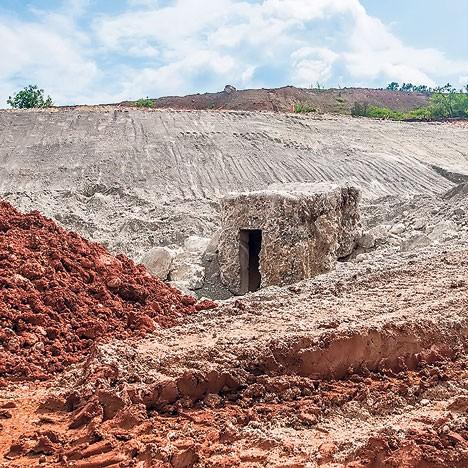 """Ко му је крив кад је насред пута: археолошки локалитет """"Кладенчиште"""" (Фото Т. Тодоровић)"""