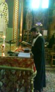 Отац Ненад у олтару