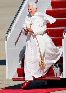 Pope-exiting-airplane-with-Gracey-214x300