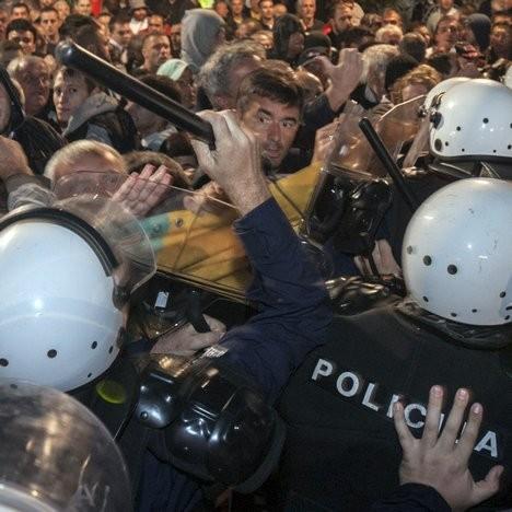 Интервенција полиције против демонстраната у Подгорици (Фото: Ројтерс/Стево Васиљевић)