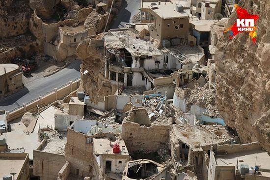 """Исламисти-""""опозиционари"""" су опљачкали цео град, не пропустивши ниједан храм, ниједну стамбену зграду. (Фото: Александар Коц)"""