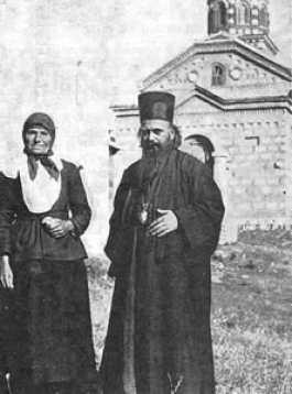 Владика Николај са мајком