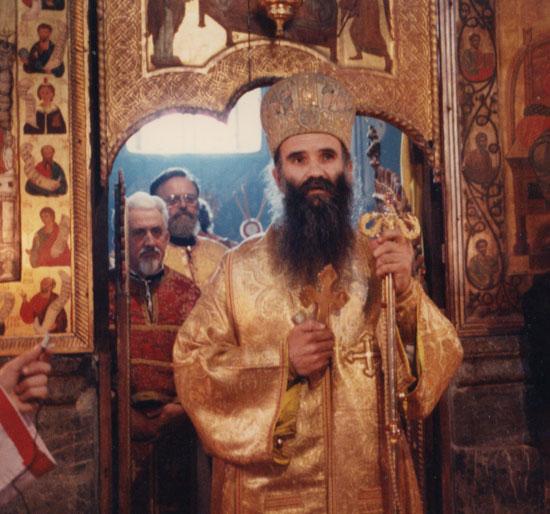 Владика Амфилохије у морачкој лаври, на Видовдан 1988. (Снимак Франца Вебера)