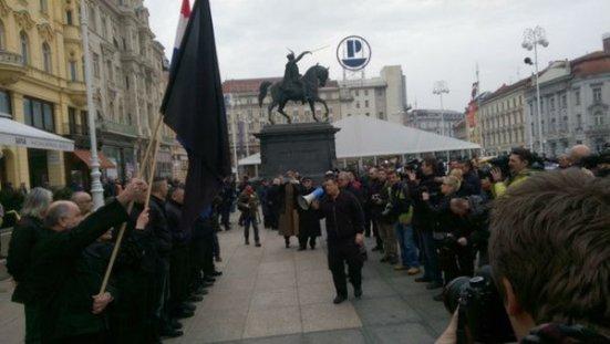 Загреб: Ружни мушкарци у црном