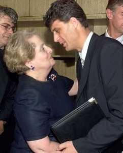 Madeleine Albright et Hashim Thashi