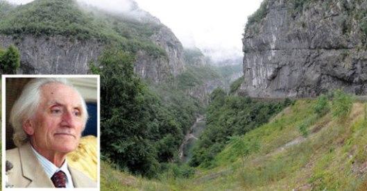Комнен Бећировић и Морача (Извор: Митрополија црногорско-приморска)