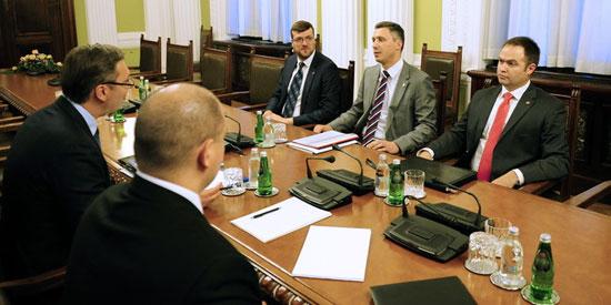 Konsultacije-Dveri-i-Vucica