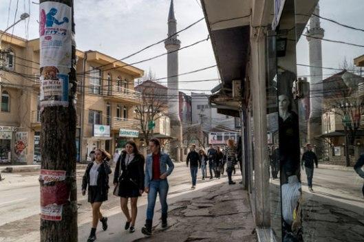 Гњилане, град од око 90 хиљада становника, где су екстремисти отели и тукли умерног имама (Фото: Andrew Testa for The New York Times)
