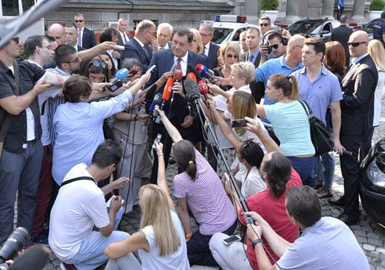 Милорад Додик у разговору са новинарима (Фото: Танјуг/З.Ж.)