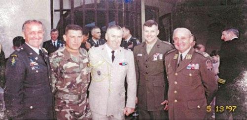 Анте Готовина са француским војним аташеом у Загребу 1997. (Извор: Nacional.hr)