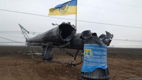 Разрушени стубови електропредајника у Херсонској области (Извор: Укринформ)