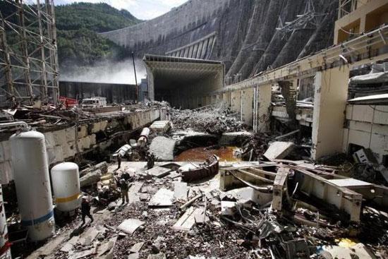 Експлозија у електрани код Сајано-Шушенскаје бране, 520 километара од Краснојарска, 18. августа 2009. (REUTERS/Ilya Naymushin)