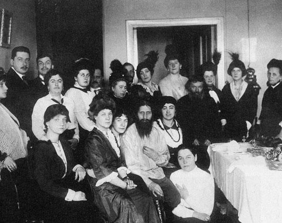 Распутин и његови следбеници, 1914. Фотографија из архиве