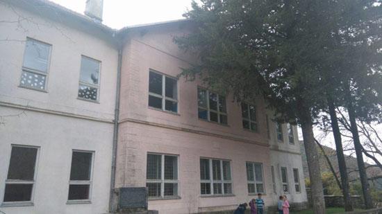 Школа у Ластви