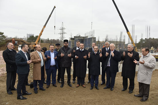 Турецкая делегация на месте строительства Соборной мечети Крыма (источник: РИА «Новости Крым»)